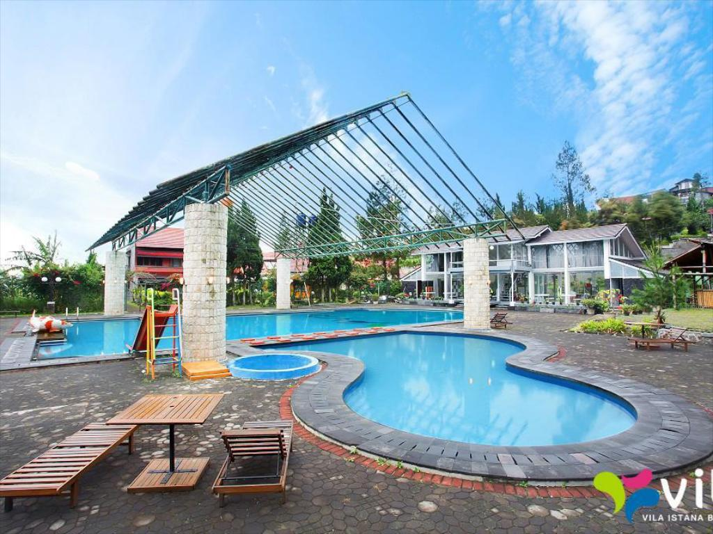 Swimming pool Darusalam Villa Lembang