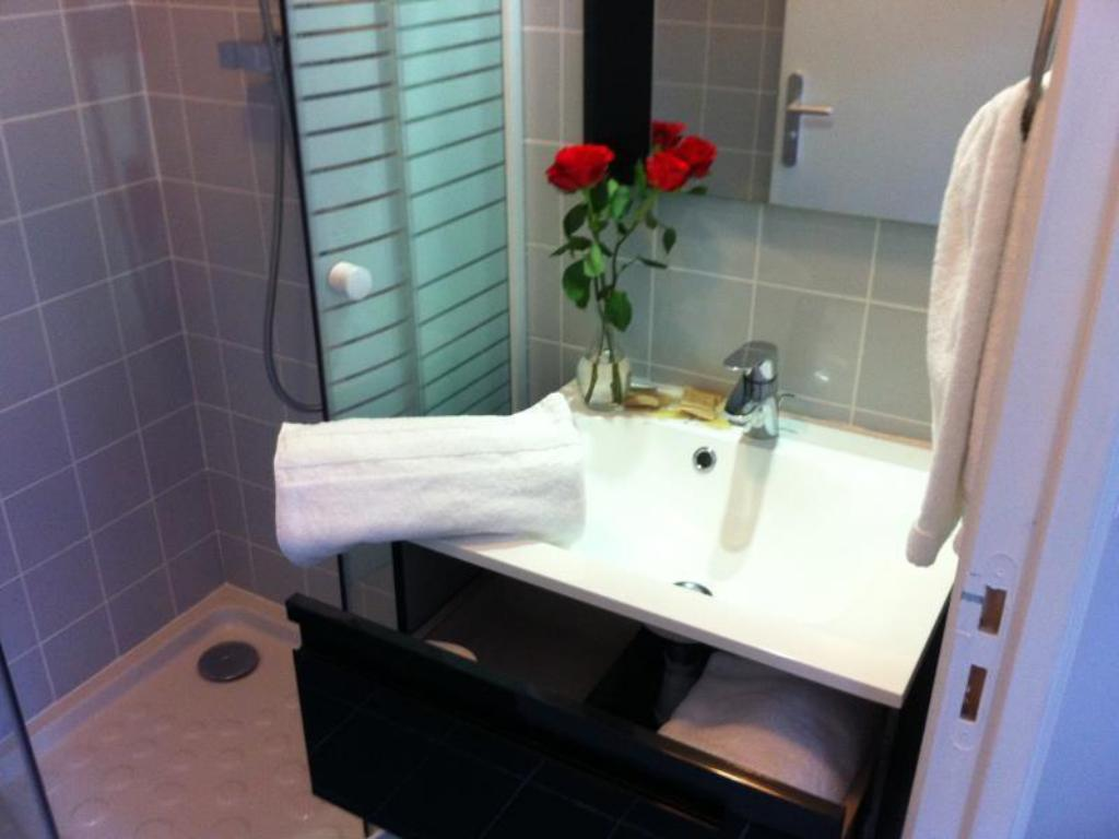 Classic Single - Bathroom Hotel Clairefontaine