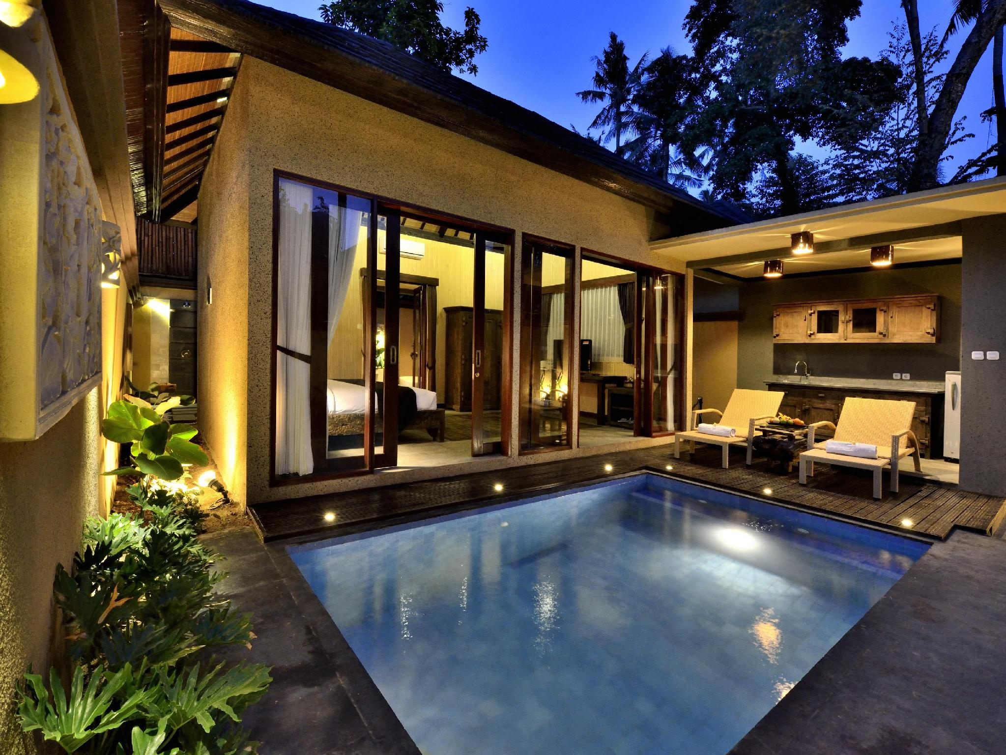 Honeymoon Package 1 Bedroom Pool Villa 1 time candle light dinner, 1 time 1 hour Balinese Massage, Honeymoon cake and fruit basket upon arrival