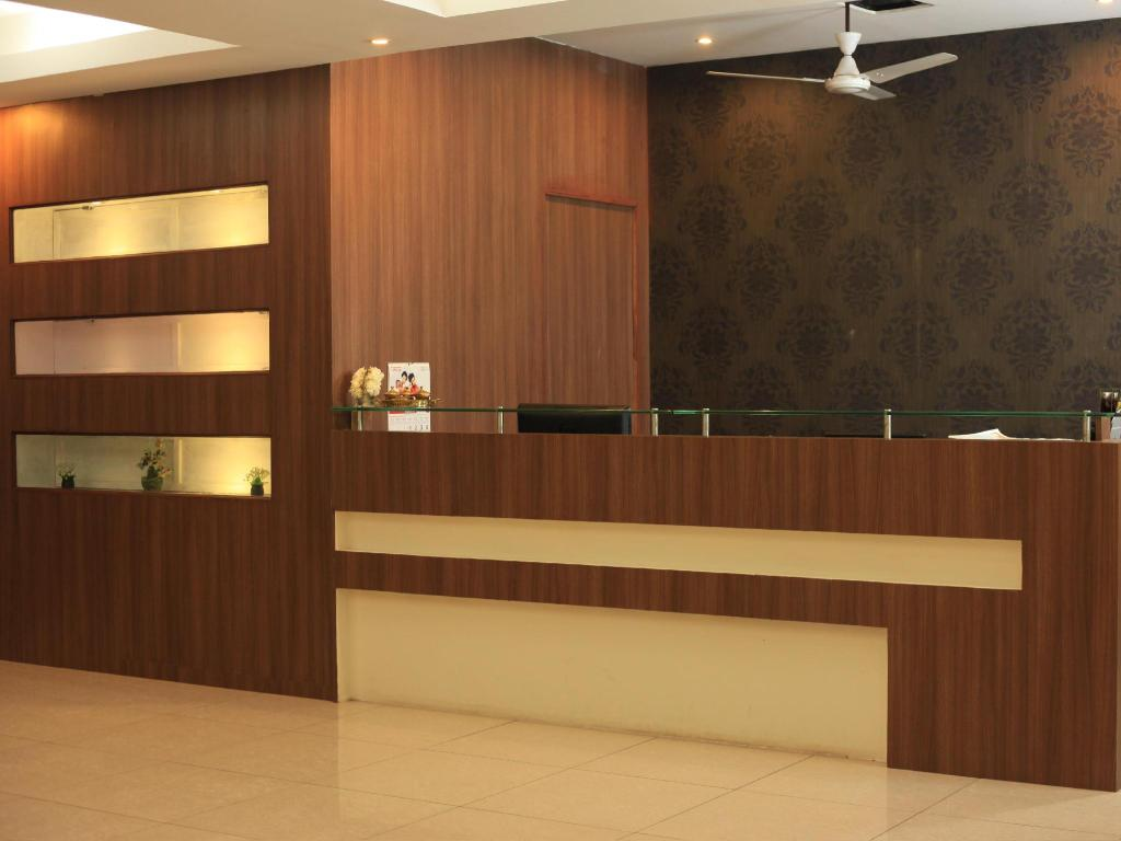 Reception Hotel Pearl Residency
