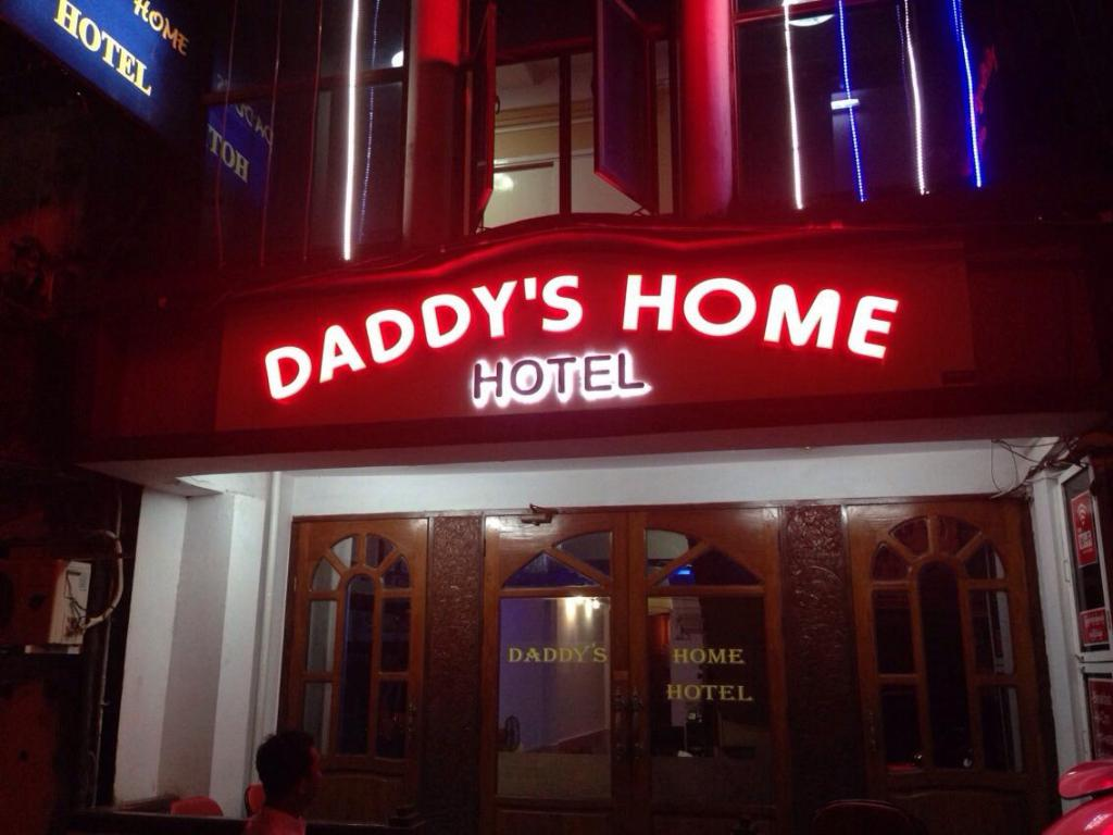 More about Daddy's Home Hotel