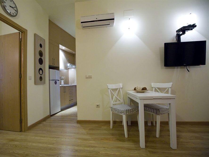 Best Price On Apartamentos Duque De Alba In Madrid Reviews