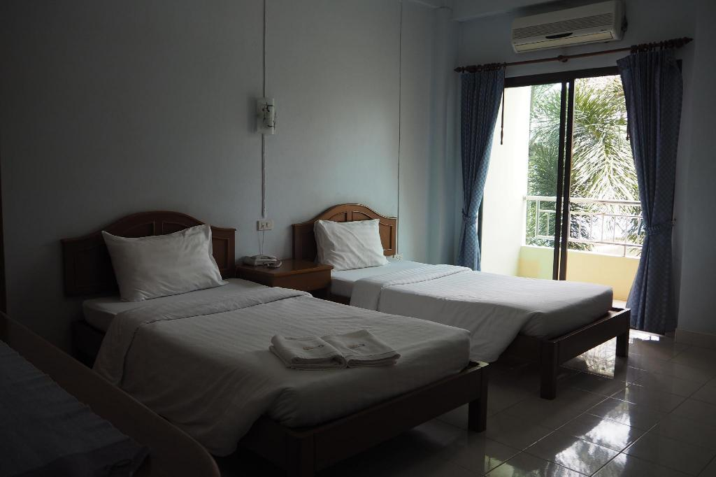 Standard Twin - Bed Ritzy House Hotel