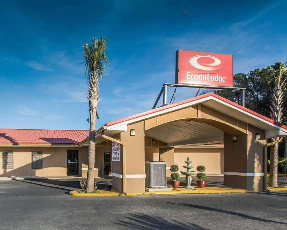 More about Econo Lodge DeFuniak Springs Hotel