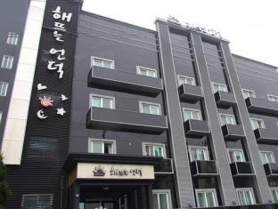 Sunrise Hill Tourist Hotel