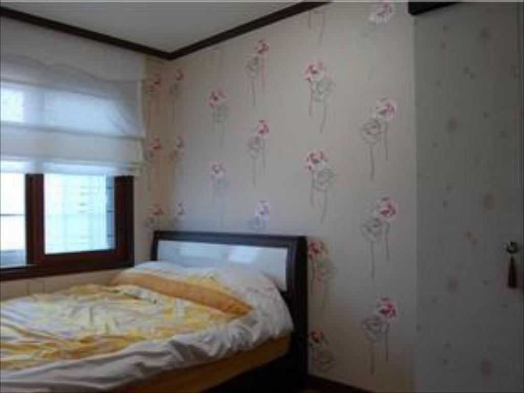 Superior Double Room with Ocean View - Bed Yeowoobi Pension