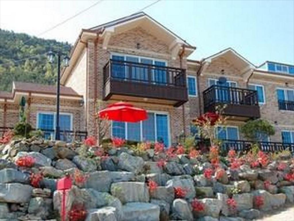Exterior view Yeowoobi Pension