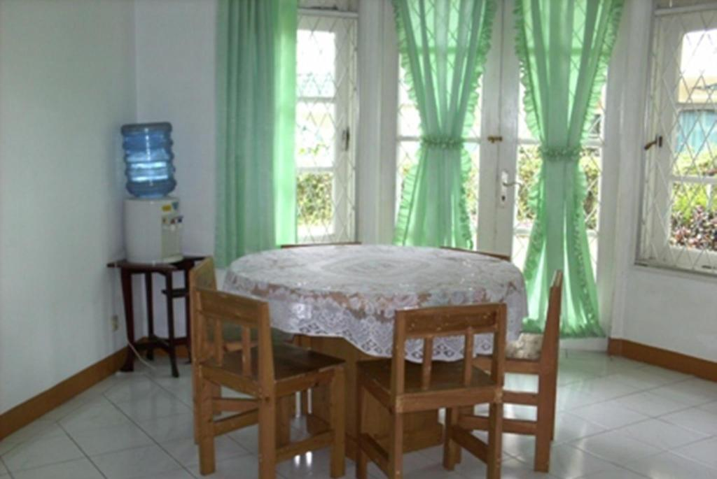 Dining room/area Puncak Resort Villa Gede 59 By Aryaduta
