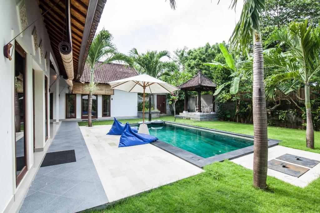 Swimming pool [outdoor] Sandalwood Villa by Esmee Management