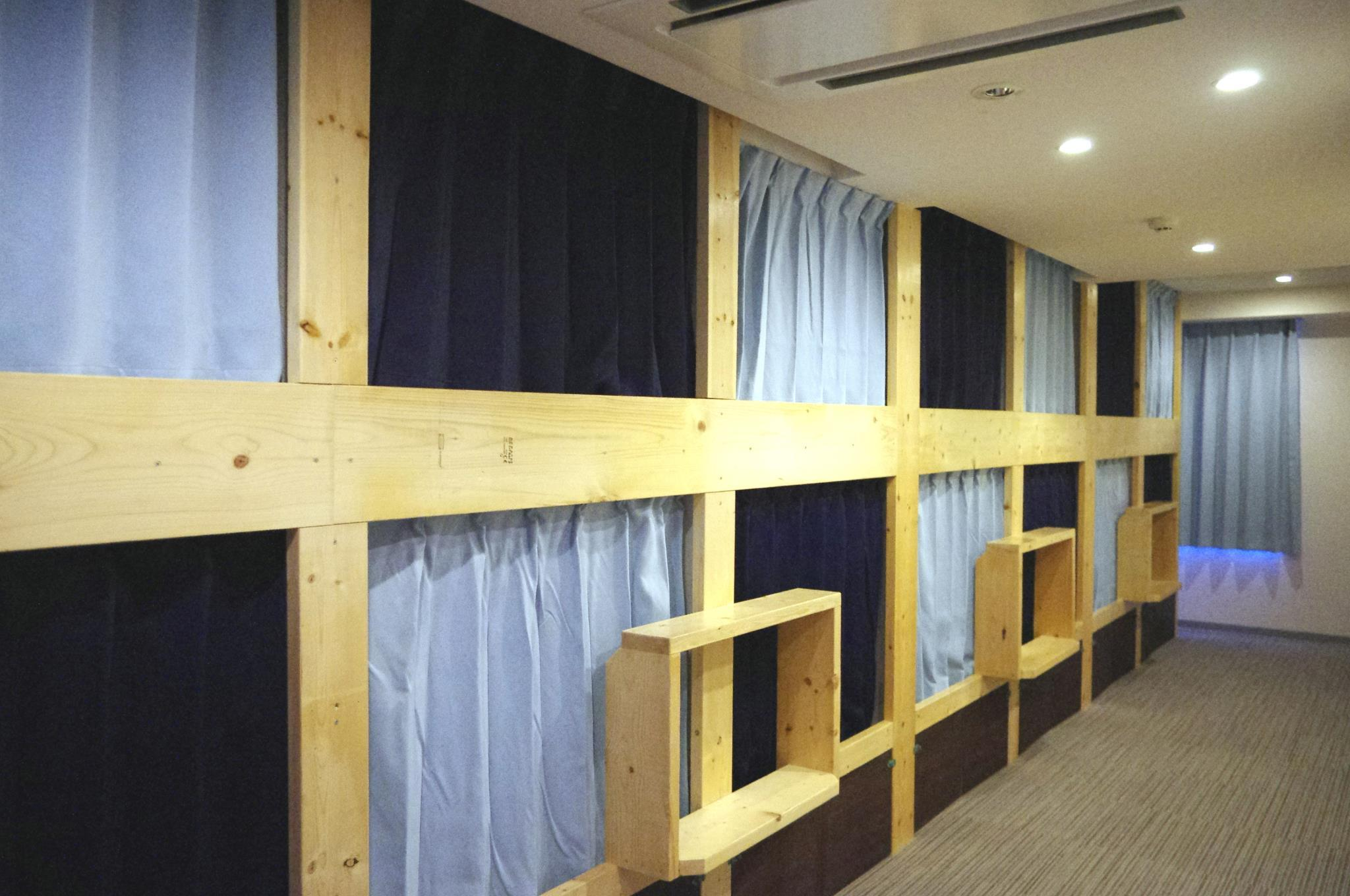 2 캡슐베드 도미토리 (혼성, 금연) (2-Capsule Bed Dormitory -- Mixed, Non-Smoking)