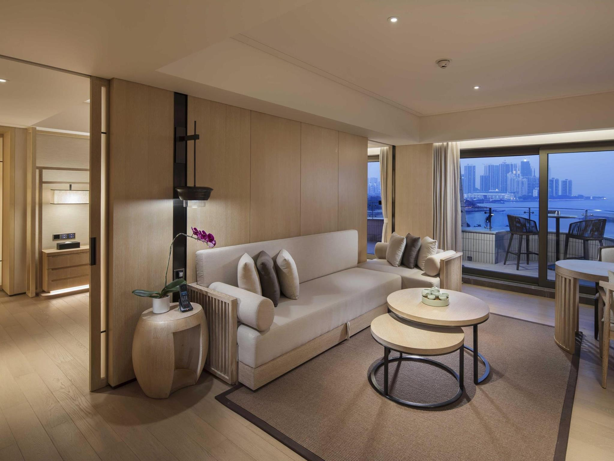 1 King Suite Nanhai Wing