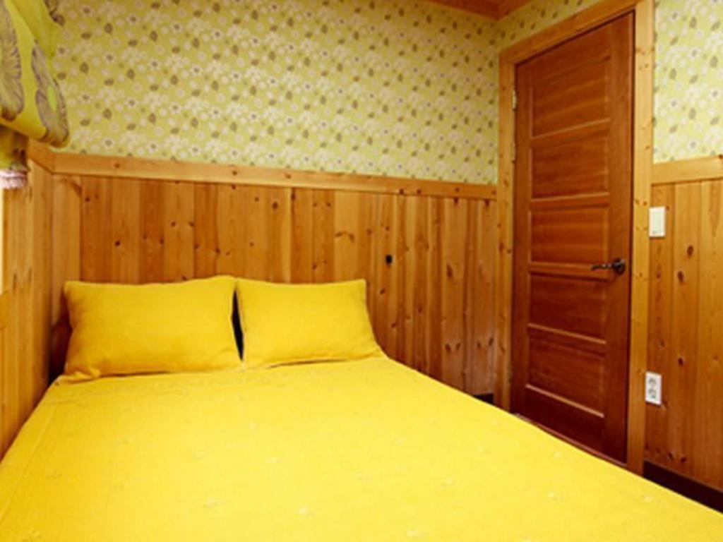 Standard Double Bed Room Rumein Pension
