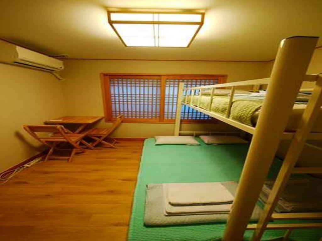 Economy Triple Bed Room (Bunk Bed) - Guestroom Seoul I Guesthouse