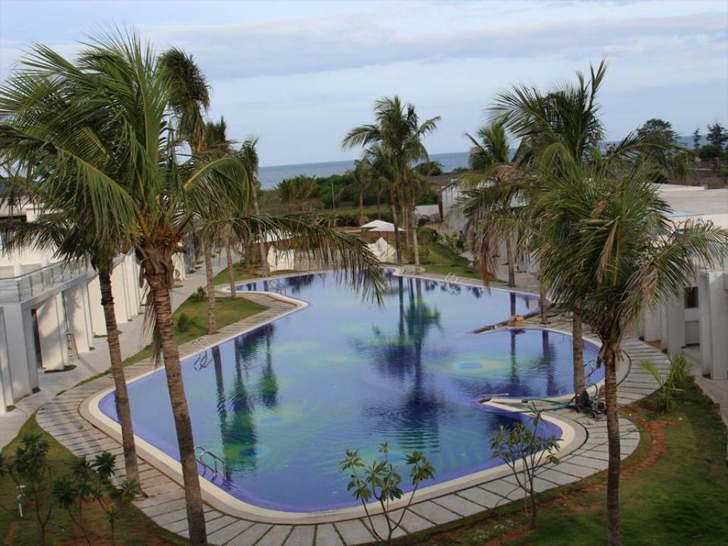 Swimming pool Grande Bay Resort at Mahabalipuram