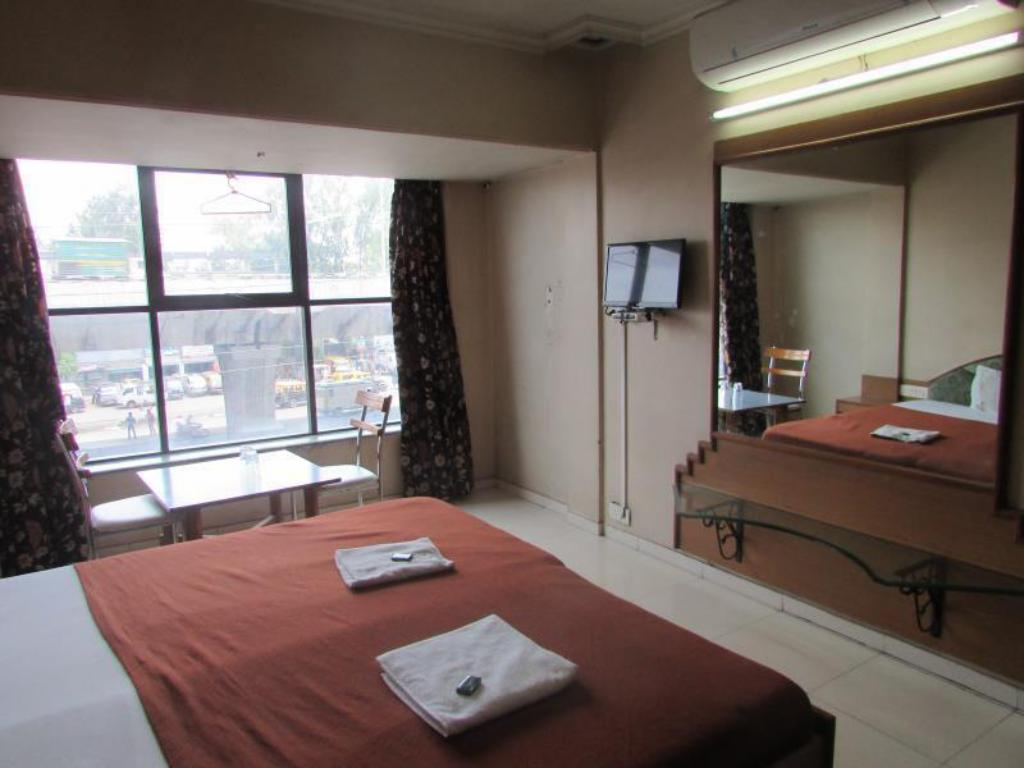 Standard - Air Conditioning - Guestroom Dwarka Hotel