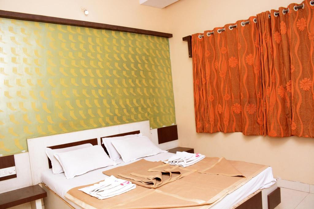 Double Air Conditioning - Dining room/area Hotel Sai Varsha