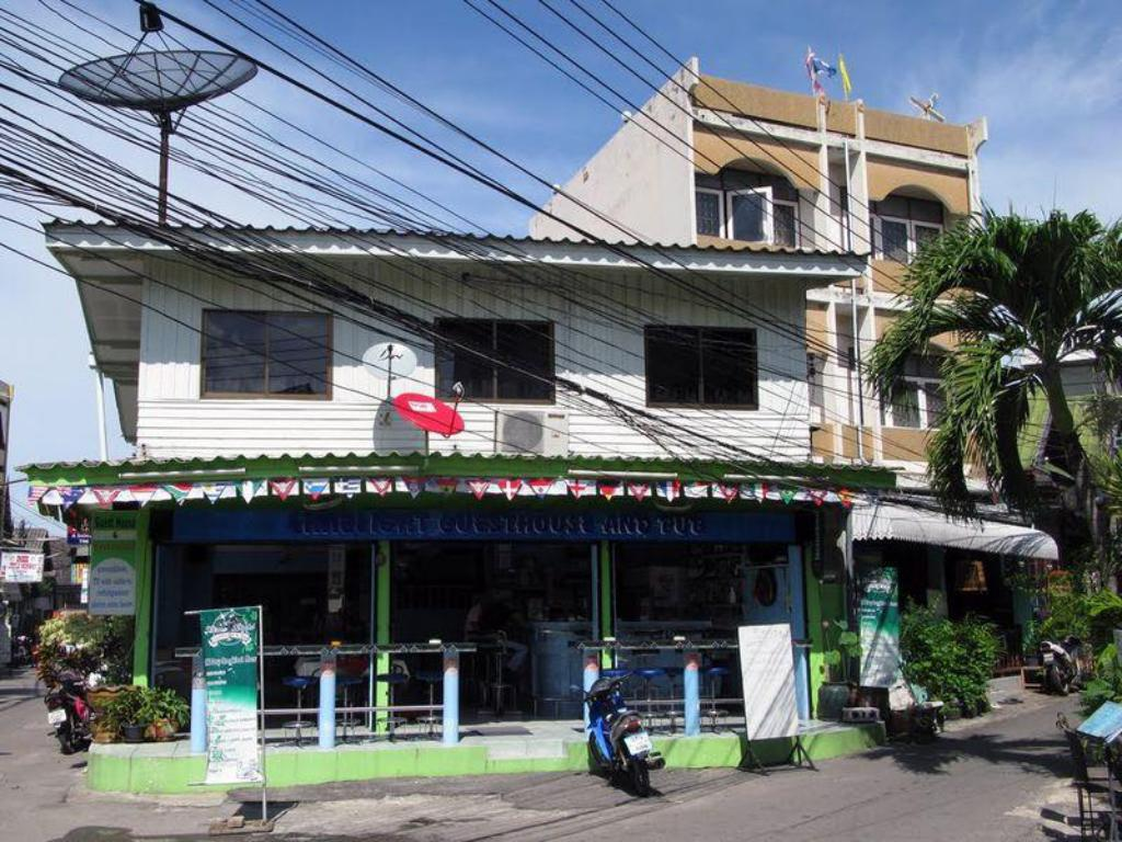 Exterior view Limelight Bar and Guesthouse