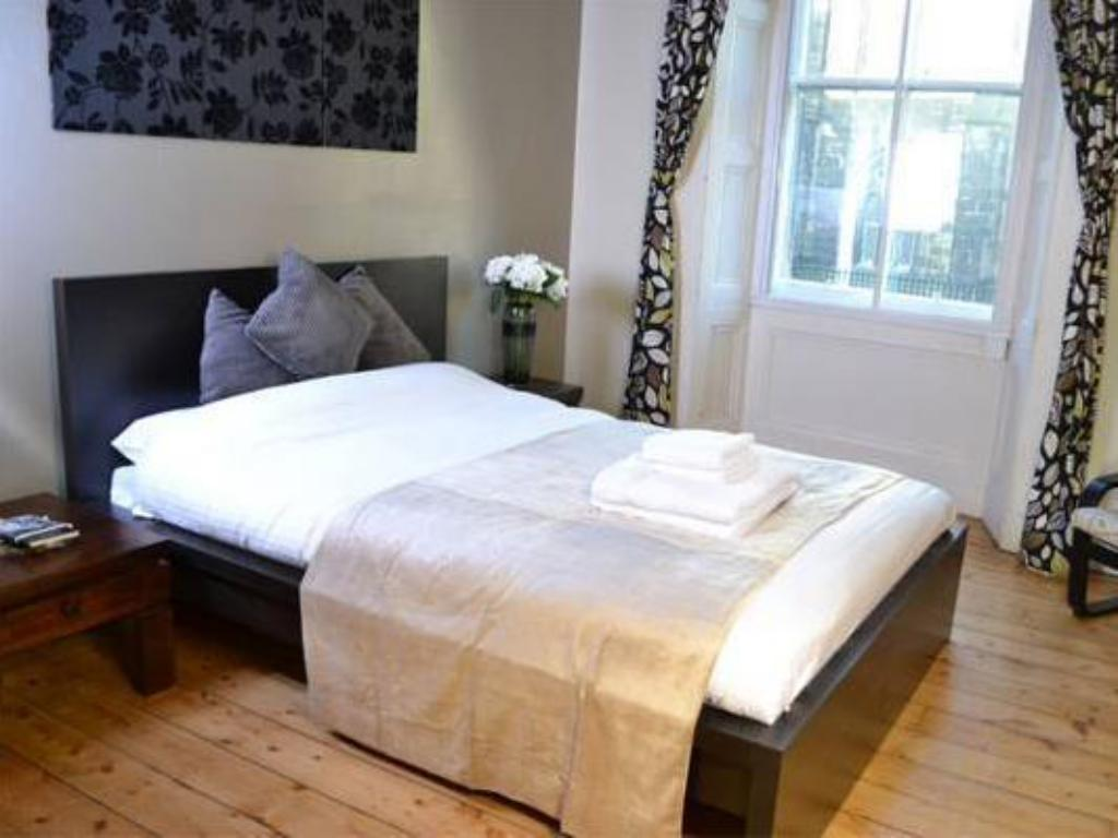 Two Bedroom Apartment - Guestroom Greyfriars Apartments - Johnston Terrace