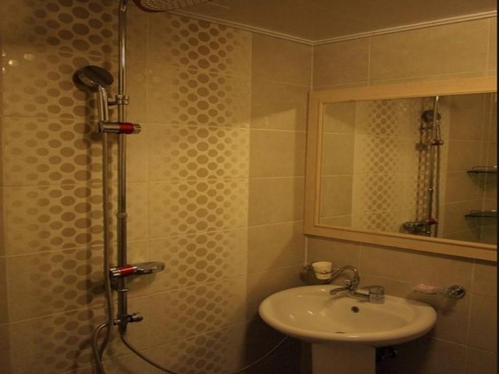 Bathroom R&T Hotel