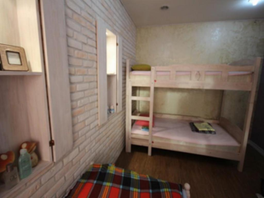 Triple Room - Guestroom Yellow Submarine Guesthouse