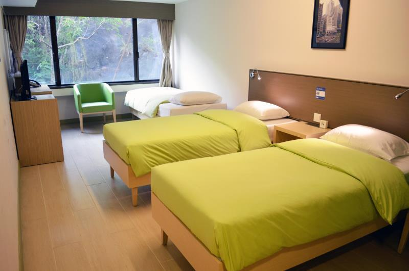 Triple - 3 Single Beds