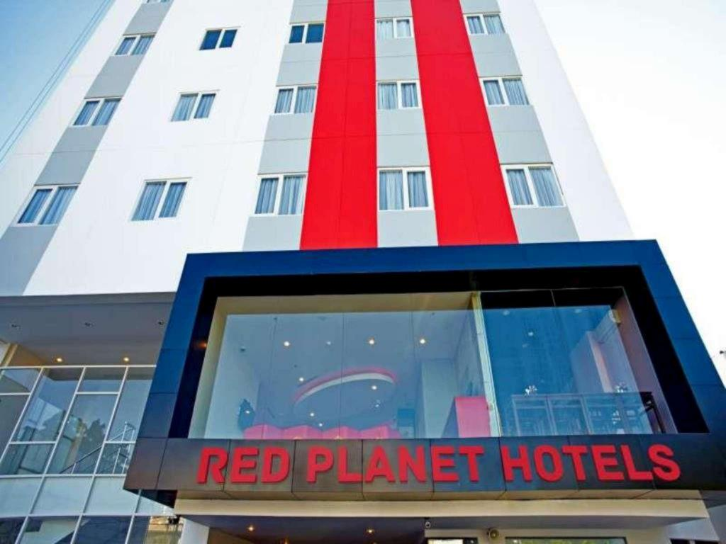 More about Red Planet Makassar
