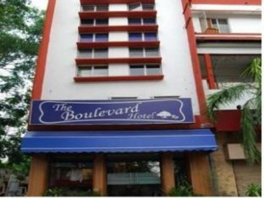 Eingang The Boulevard Hotel