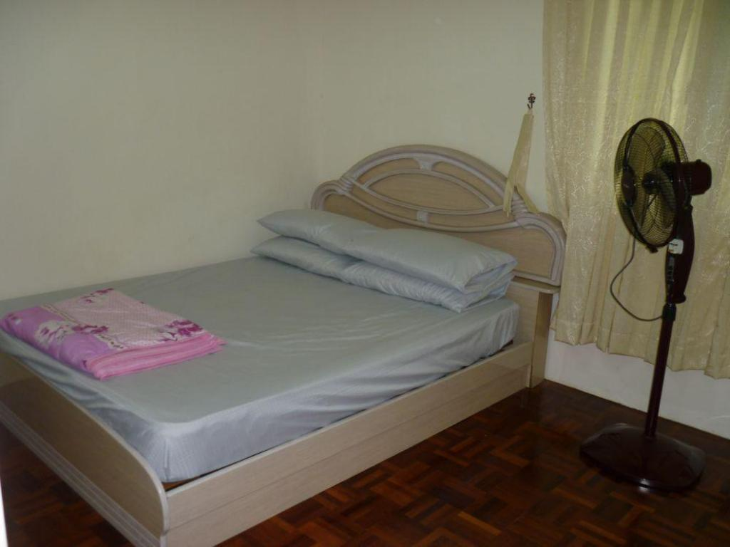 Bed Kuching Budget Apartment L2