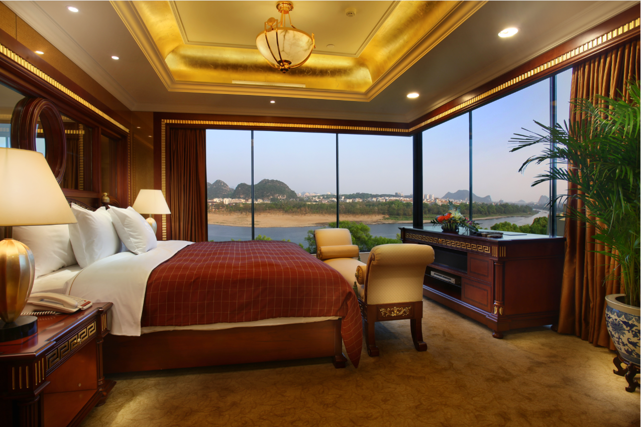 Executive Deluxe Suite, Club lounge access, 1 King, Balcony