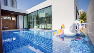 Movenpick Luxury Pool Villa in Pattaya Beach New