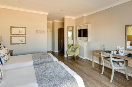 Guest room, 1 King or 2 Twin/Single Bed(s), Balcony Protea Hotel Stellenbosch