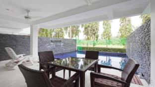 Modern 5BR Villa w/ Pool next to Golf Course (A)