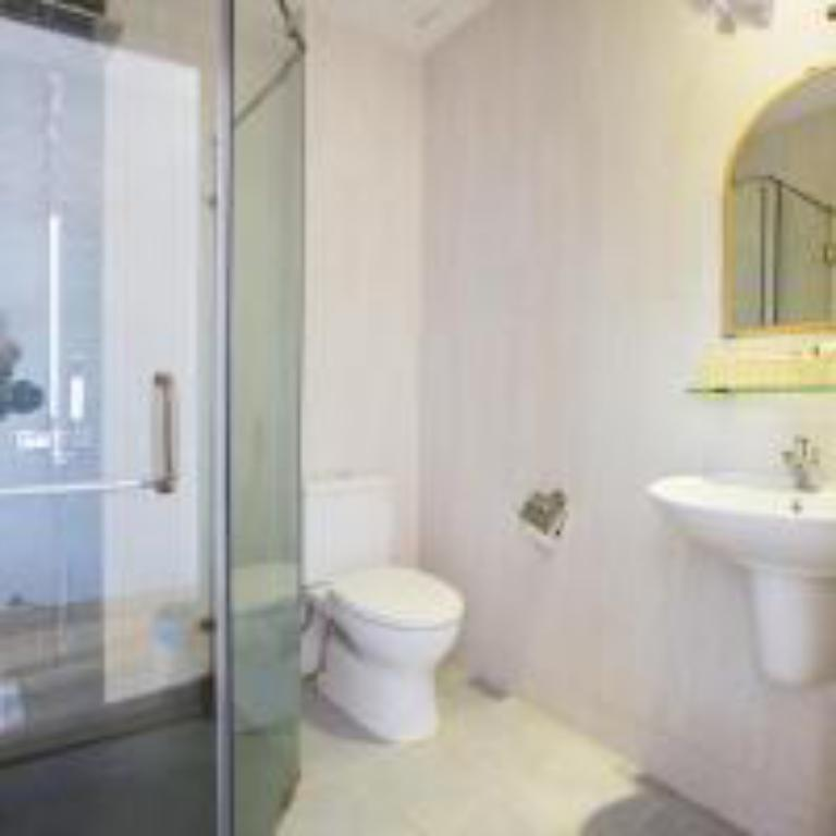 Family Rooms - Bathroom