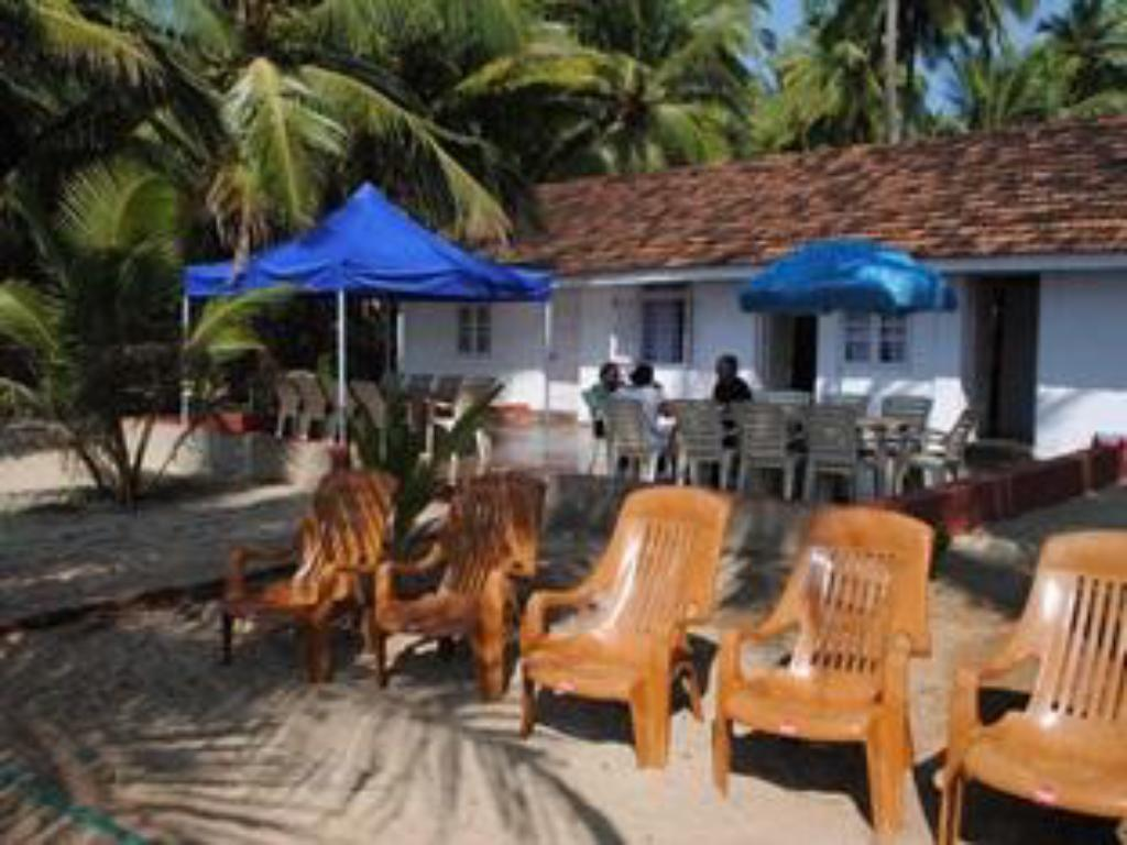 beranda/teres Fantasea Beach Resort