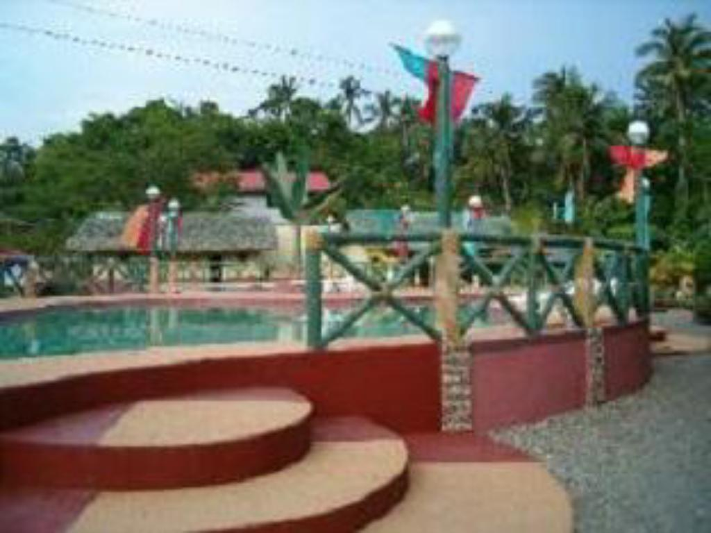Kolam renang Dona Rosario Sea Breeze Village and Resort