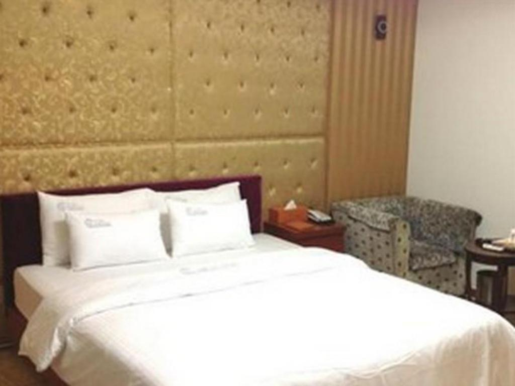 Standard Double Bed Room - Bed Goodstay Cinema Hotel