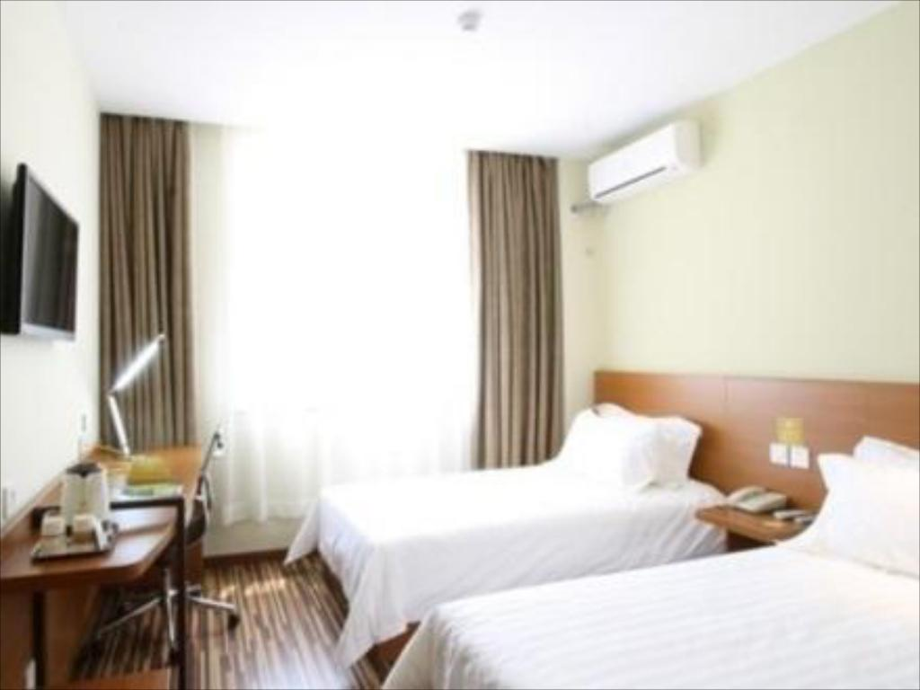 See all 14 photos Goldmet Inn Weihai Haibin South Road