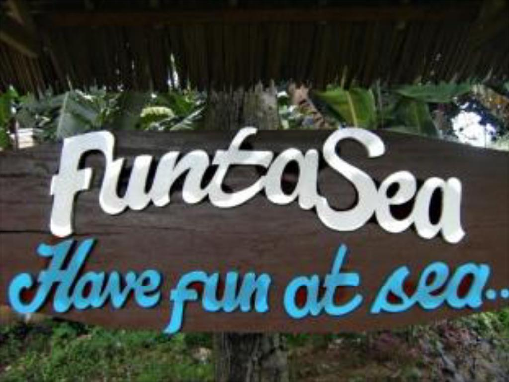 Вход Funtasea Beach Resort