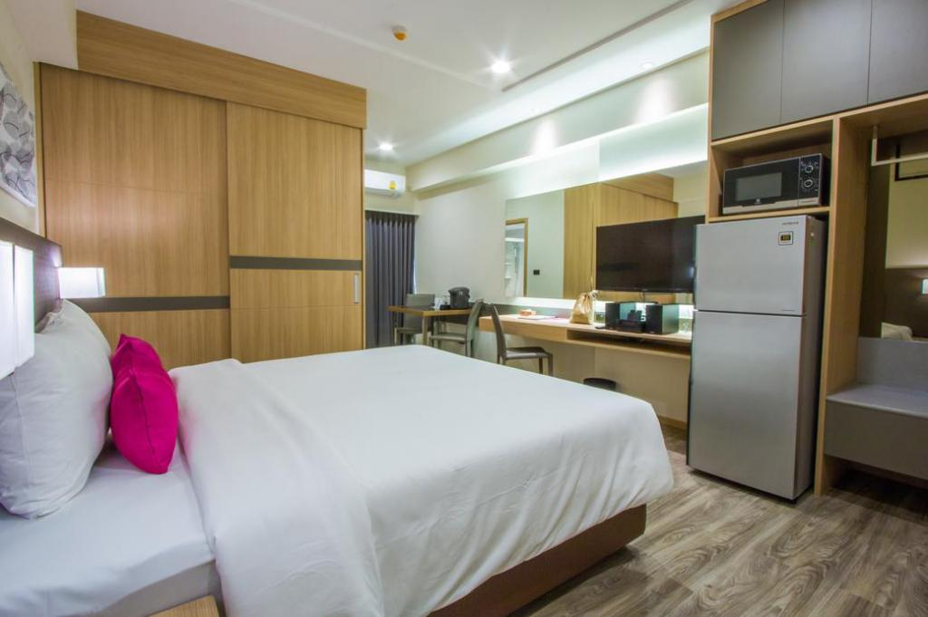 Studio Business - Guestroom Pacific Park Hotel