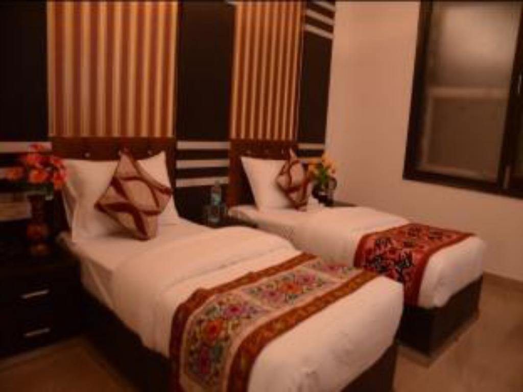 Standard Double/Twin Room - Bed Hotel Blue Pearl Paharganj