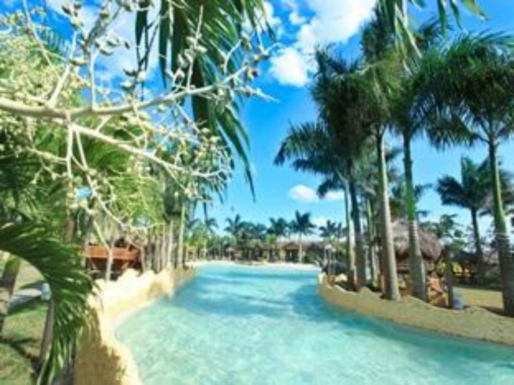 Kolam renang Cool Waves Ranch and Water Park Resort