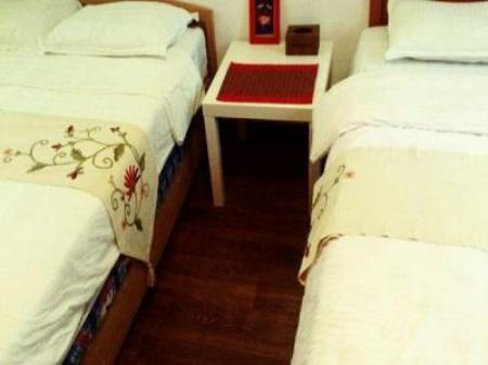 One Queen Bed with bathroom Drunk Great Wall Hostal