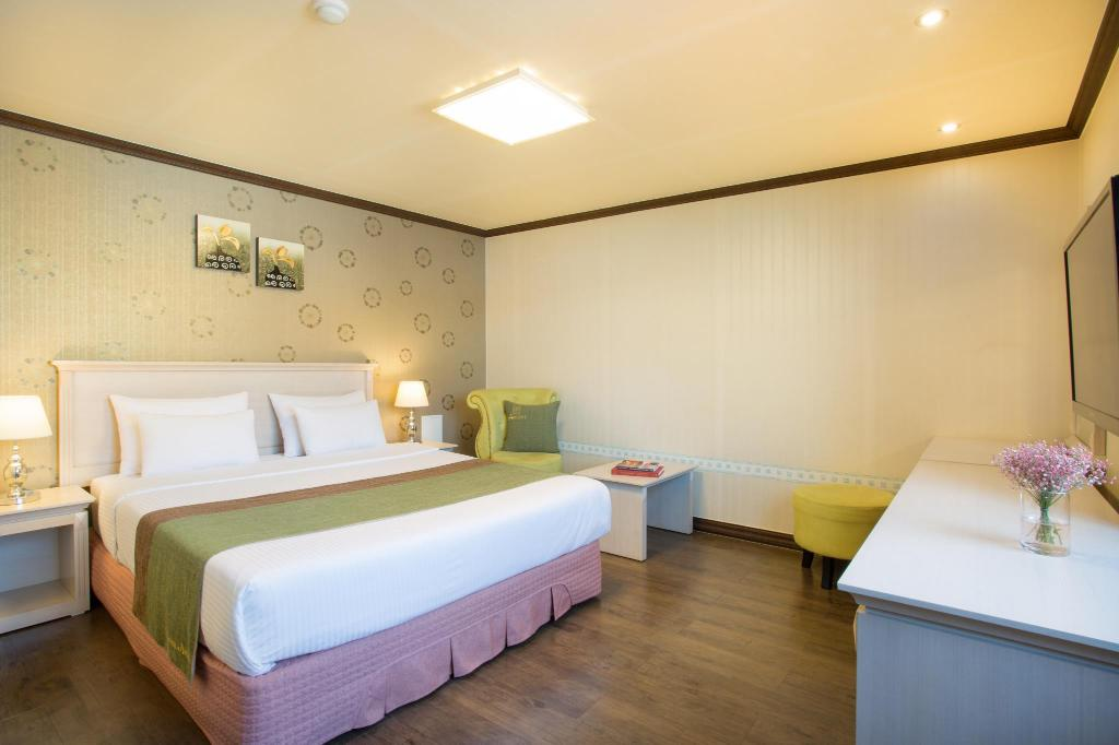 Standard Double Room A with City View - Bed Tongyeong Anchovy Tourist Hotel