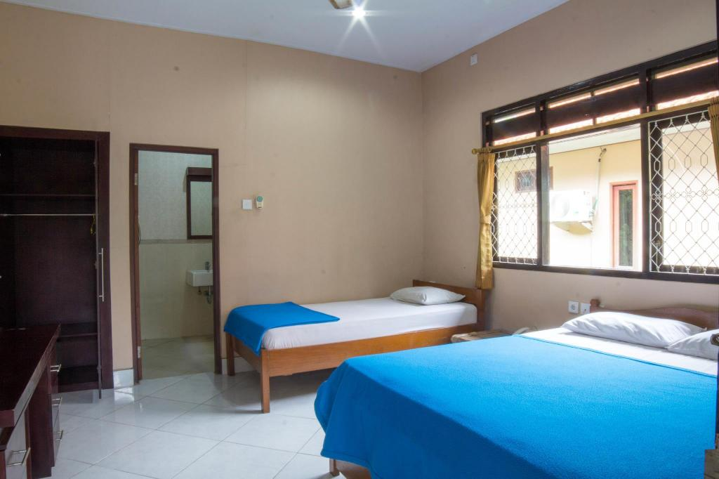 Standard Fan Triple Bed - Guestroom Lusa Hotel at Kuta Beach