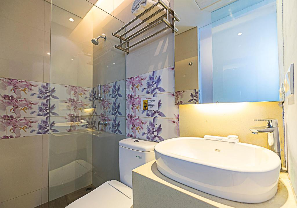 Superior Single - Bathroom Royal City Hotel Tomang Jakarta