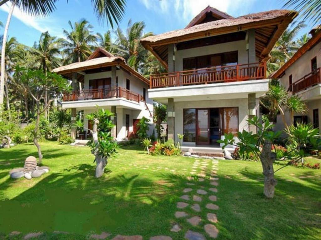 Best price on amarta beach cottages in bali reviews for Cottage bali