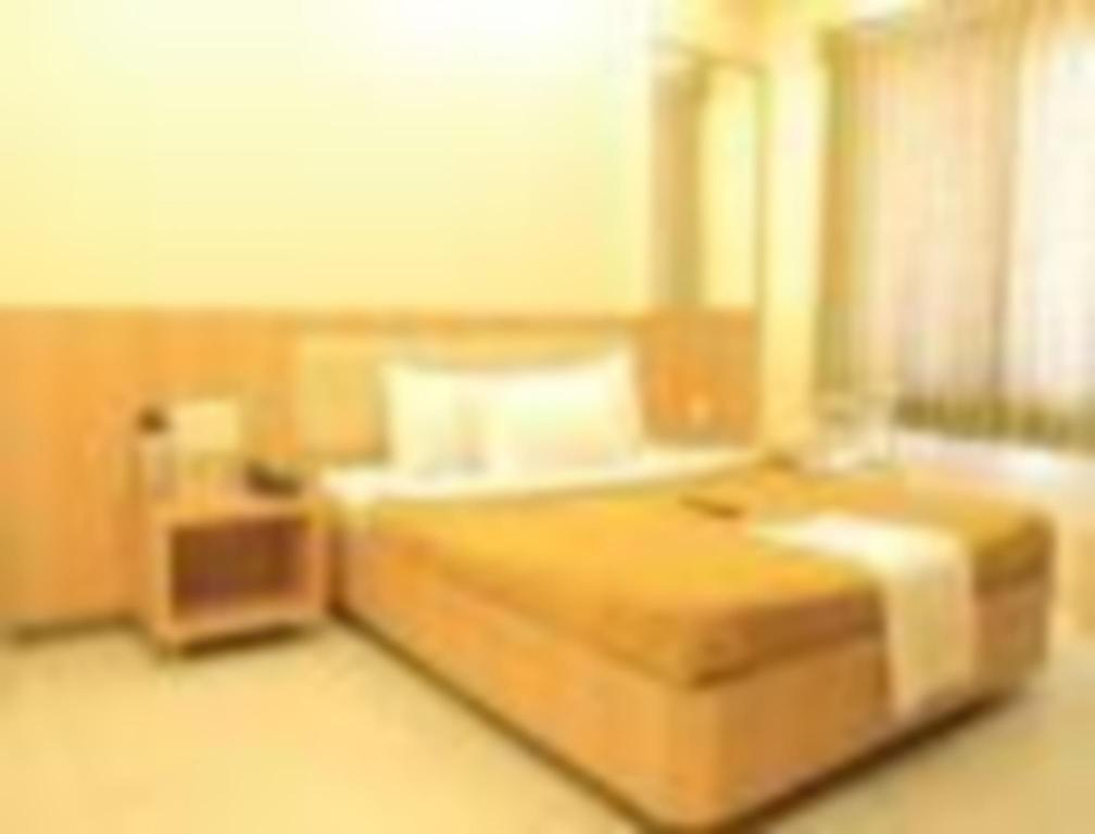 Four Bed Room - Guestroom Hotel Sai Gurusthan