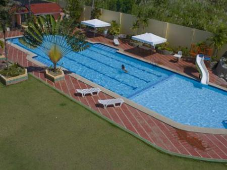 Swimming pool Philippine Gateway Hotel