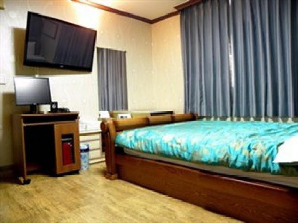 1 Bed Room - Guestroom Goodstay Alps Motel