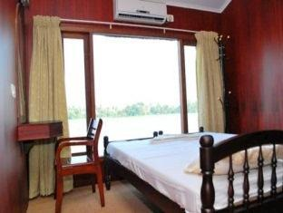 Deluxe Room in a Sharing Houseboat